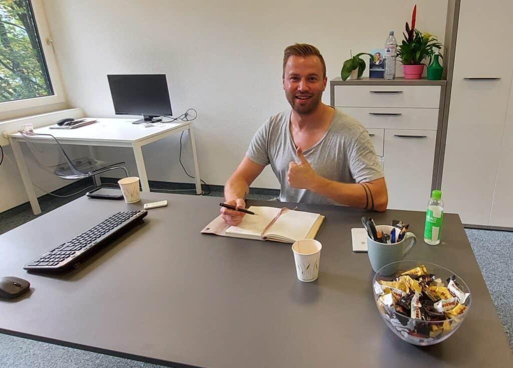 Jonny Fischer Englisch lernen zug